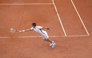tennispelaaja massakentällä